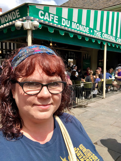 Cafe Du Monde NOLA waiting